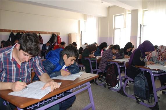 Lise öğrencileri umreye gidebilmek için ter döktü