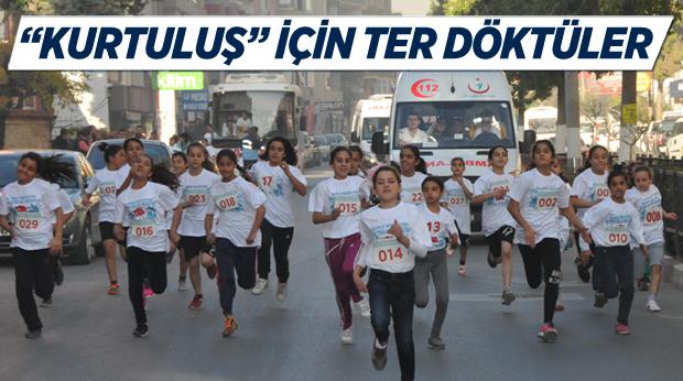 Tarsus'ta Okullar Arası Kurtuluş Koşusu Yapıldı
