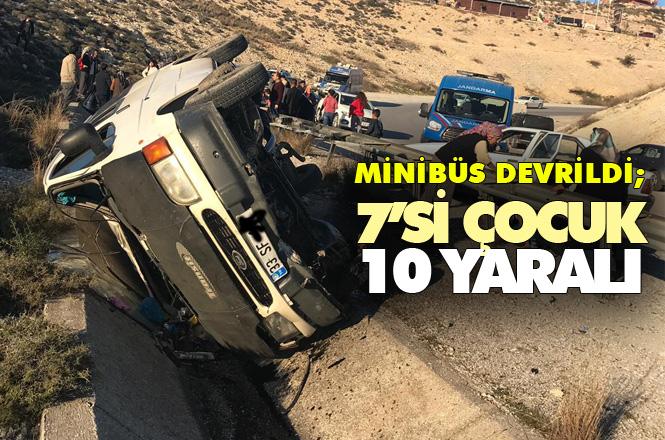 Tarsus'ta Minibüs Şarampole Devrildi: Aralarında Çocuklarında Bulunduğu 10 Kişi Yaralandı