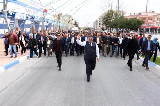 Tarsus Belediye Başkanı Şevketn Can'a, Sevgi Alanlara Sığmıyor