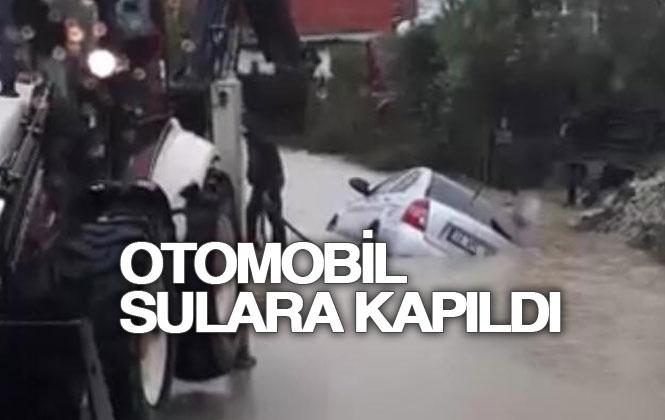 Tarsus'ta Otomobil Sulara Kapıldı!