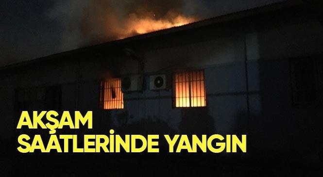 Tarsus Şehitishak Mahallesinde Bulunan Mehmet Çelebi Spor Salonu Resim Atölyesi Bölümünde Yangın Çıktı