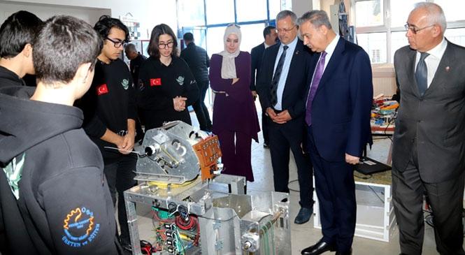 Vali Su, R3D3 Robot Takımının Çalışmalarını İnceledi