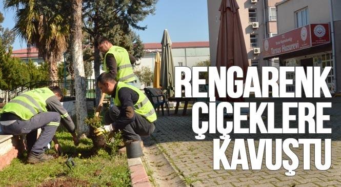 Mersin Tarsus'taki Huzurevi Bahçesinde Kapsamlı Bakım Çalışması Yapıldı! Huzurevi Sakinleri, Rengarenk Çiçeklere Kavuştu