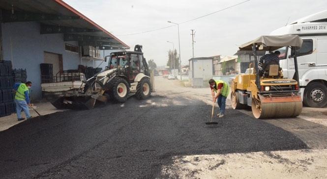 Büyükşehir'den Tarsus Sebze Hal Kompleksinde Asfalt Yama Çalışması