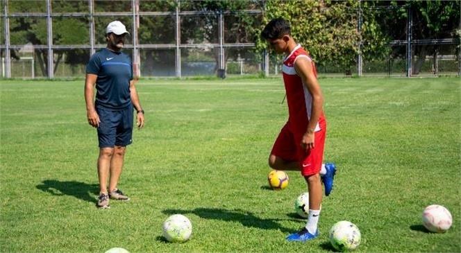 Mersin Büyükşehir Belediyesi, Genç Sporcuların Yolunu Açıyor! Büyükşehir'in Sahalarından Milli Takım Kamplarına