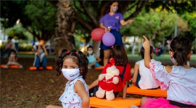 """Çocuklar, Kahkaha Yogasıyla Sahili Kahkahaya Boğdu! Mersin Büyükşehir, """"Dünya Kız Çocukları Günü""""Nde Çocukları Eğlendirdi"""