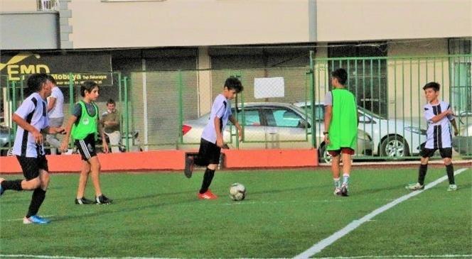 Toroslar'da Cumhuriyet Kupası Minikler Futbol Turnuvası Heyecanı