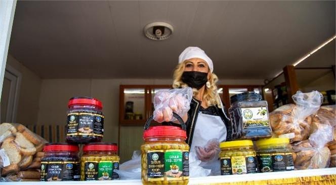 MER-EK Büfelerinde Artık Tarsus'un Zeytini ve Salamura Yaprağı da Satılıyor