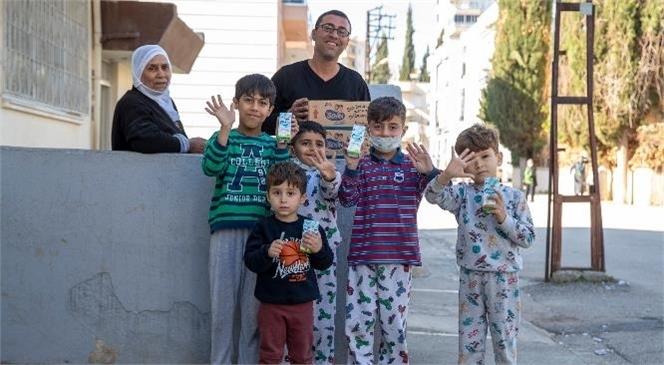 """""""Süt Senin Gurur Mersin'in Projesi"""" İle Kapı Kapı Süt Dağıtılıyor"""