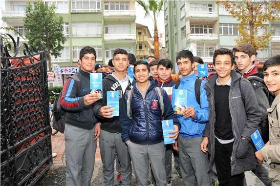 Lise öğrencileri uyuşturucuya karşı bilgilendiriliyor