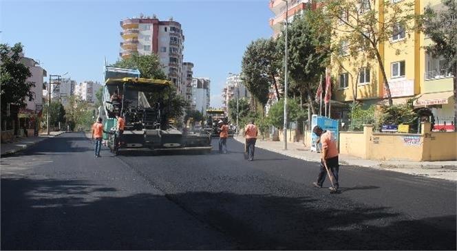 Mersin Büyükşehir, 20 Yıldır Yama İçindeki Limonluk Mahallesi 9. Cadde'yi Asfalta Kavuşturdu