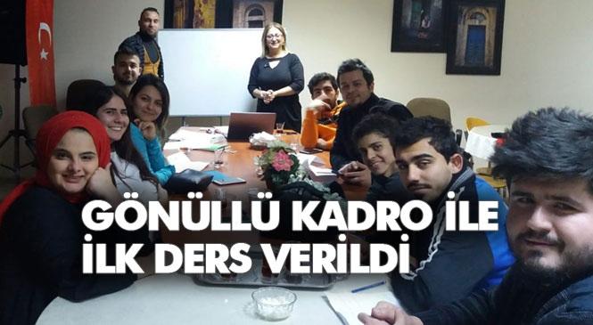 Tarsus'ta, Gönüllü Kadro İle İşitme Engelli Gençlere Eğitim Desteği Başladı