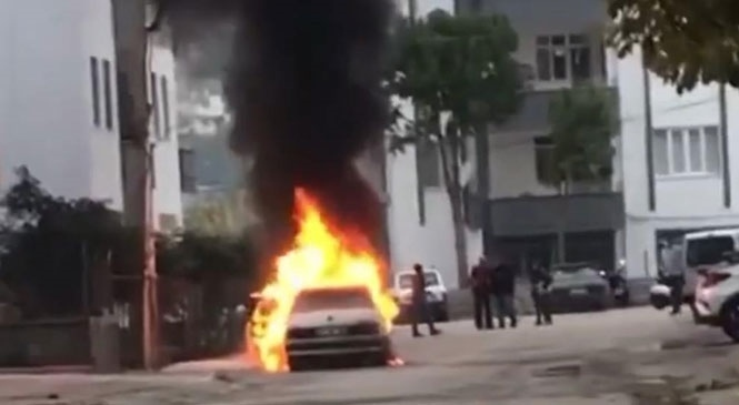 Mersin Silifke Gazi Mahallesinde Park Halindeki Otomobilde Yangın Çıktı