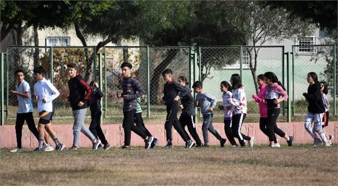 3 Ocak Kurtuluş Kupası Bayrak Yarışması'nda Kupayı Büyükşehir'in Sporcuları Kaldırdı